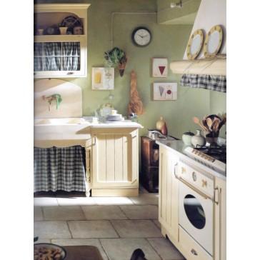 Cucina stile classico in legno laccato chiaro