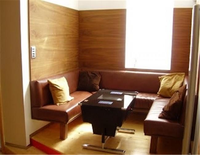 Boiserie su misura in legno stile moderno per sala da - Sala da pranzo classica moderna ...