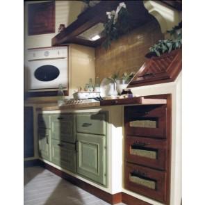 Cucina su misura in legno laccato e tinto a campione